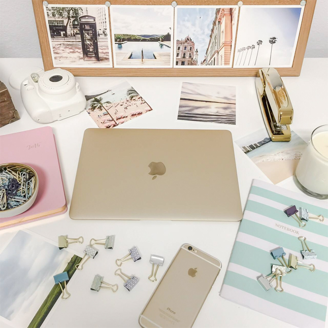 gold-macbook-home-office